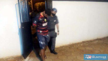 O desempregado R. F. P. A., de 23 anos, foi preso acusado de tráfico de drogas. Foto: MANOEL MESSIAS/Agência
