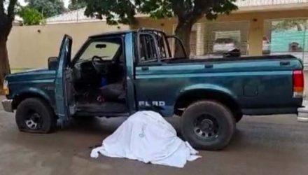 O ex vereador ainda tentou fugir. mas caiu morto ao lado de sua caminhonete. Foto: DIVULGAÇÃO