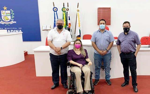 Alceu Batista de Almeida Júnior (Araçatuba), Cesar Pantarotto Junior (Birigui) e Letícia Takano Sader (Penápolis), com Coxinha Prando (Andradina). Foto: Assessoria Legislativa