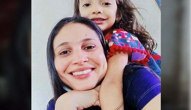 Julianne Magalhães, de 36 anos, e a filha, Maria Júlia, de 5 anos — Foto: Reprodução /Redes Sociais