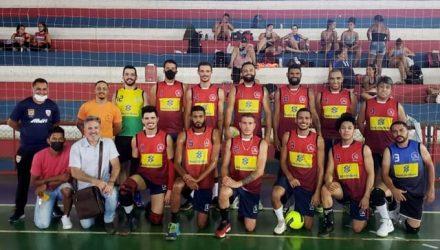 A equipe de vôlei masculino venceu Mirandópolis por 2 sets a 1 e agora enfrenta Araçatuba na final. Foto: Secom/Prefeitura